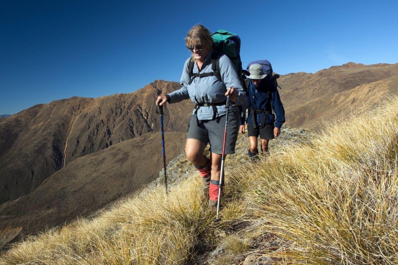 08_Marijke Boers & Simon with Red Hill range beyond