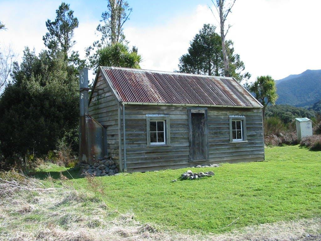 Built in 1864, Ellis Hut is the oldest surviving hut in the Ruahines. Photo: DOC