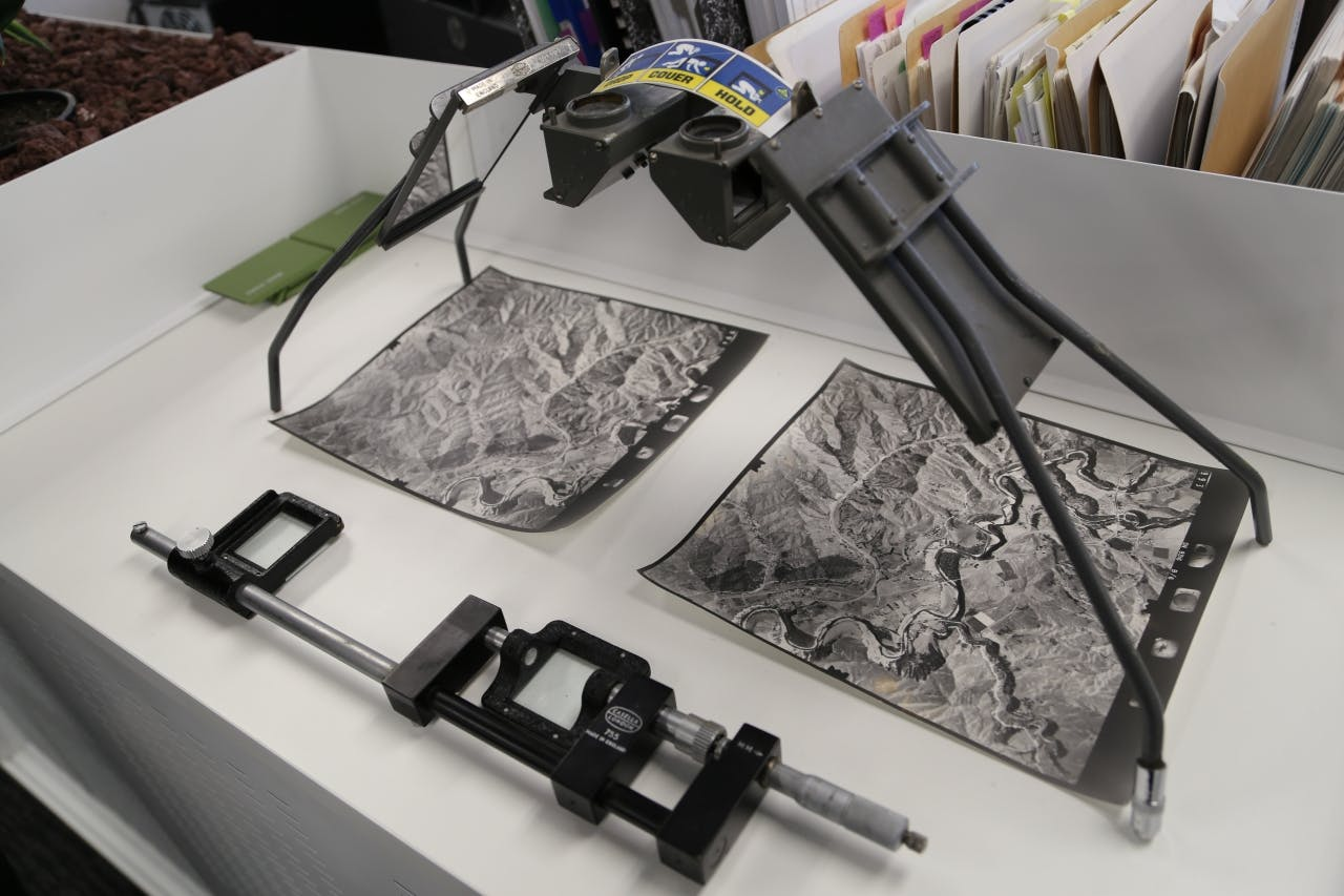 A stereoscope shows a three-dimensional model of aerial photographs.