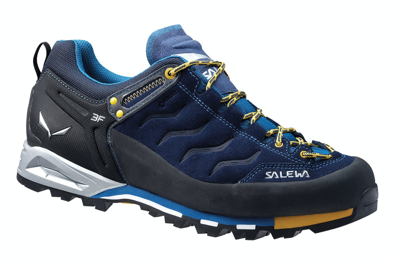 c422a5912 How to buy hiking shoes - Wilderness Magazine NZ
