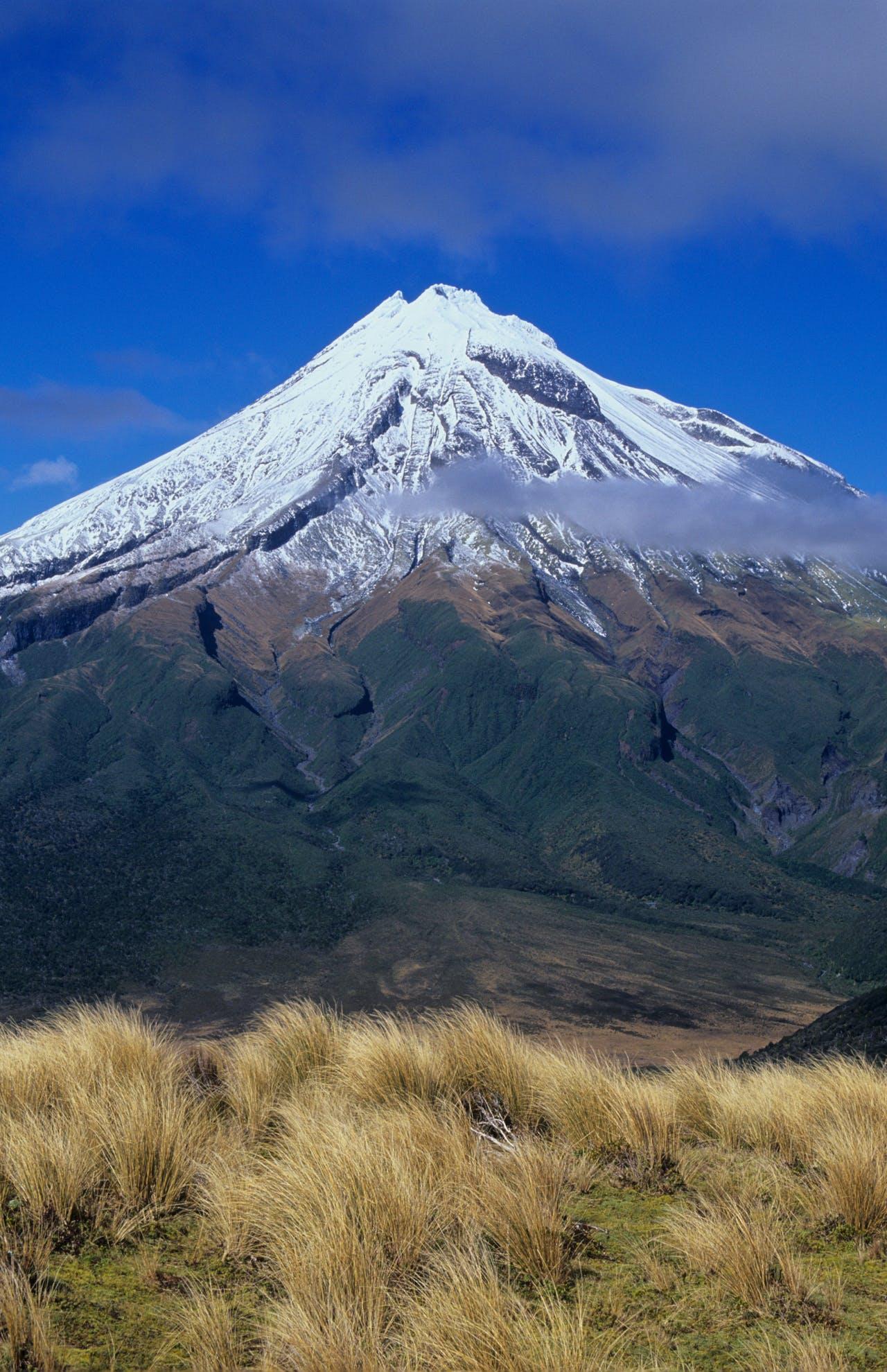 Mt Taranaki from Pouakai Range, Egmont NP, Taranaki. Photo: Shaun Barnett