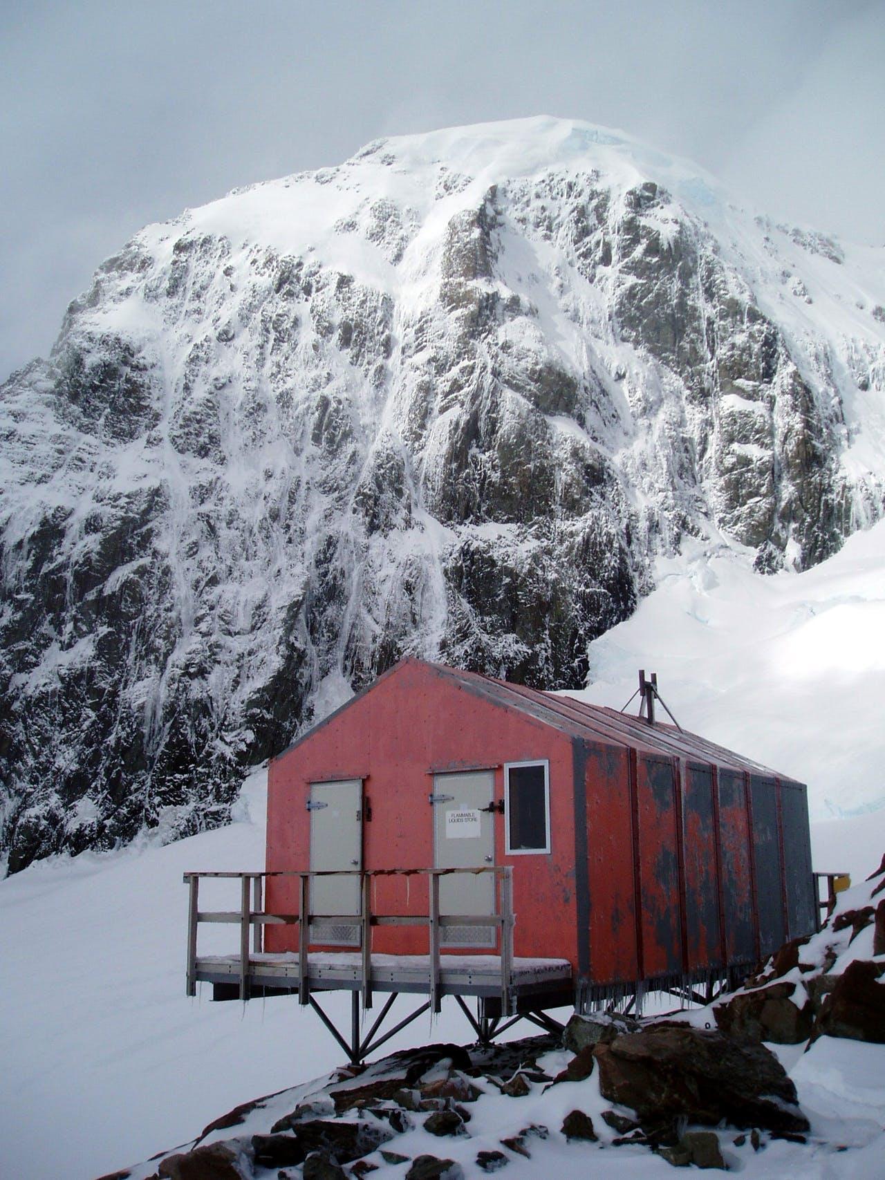 Empress Hut, Aoraki/Mt Cook National Park. Photo: Alison and Paul Stevenson