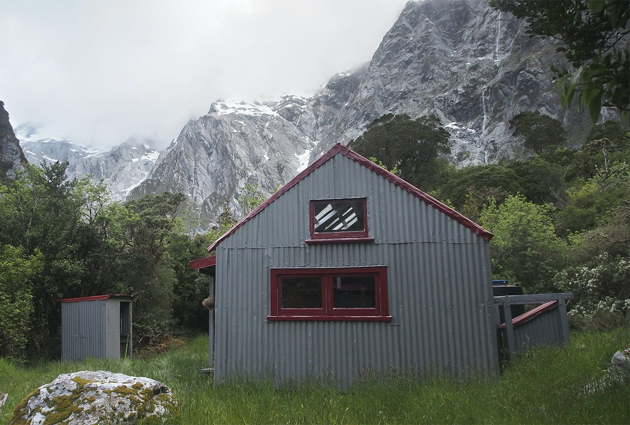 he eight-bunk Douglas Rock Hut is set in a grandiose location. Dan Dwyer/Creative Commons